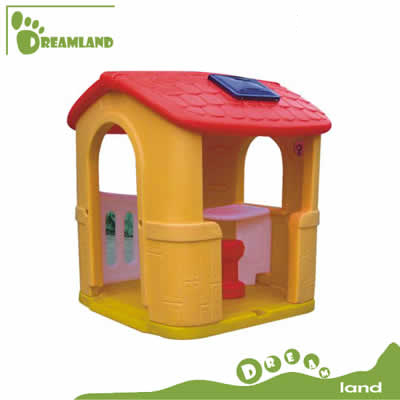 plastic playhouse with small table DL-05101